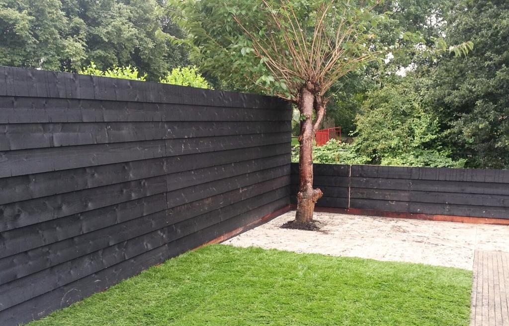 Schuttingen en vlonders den boef tuinen for Schutting tuin